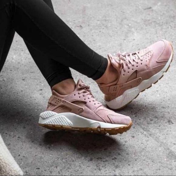 b459582c63800 NWT Nike Air Huarache Run Pink Suede
